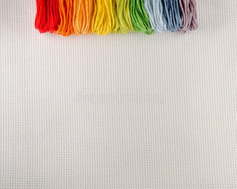 刺绣的五颜六色的棉花螺纹在帆布 库存图片