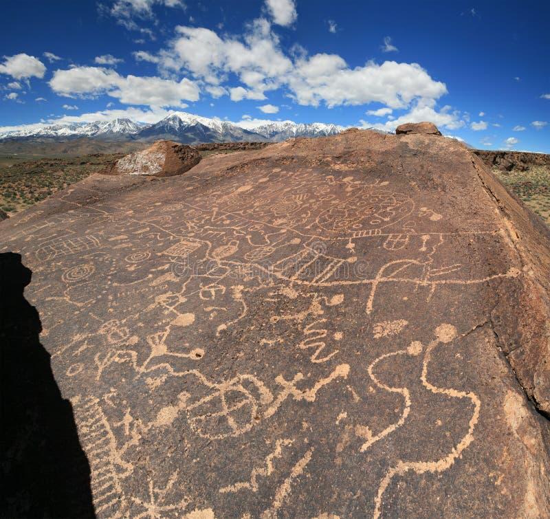 刻在岩石上的文字 免版税图库摄影