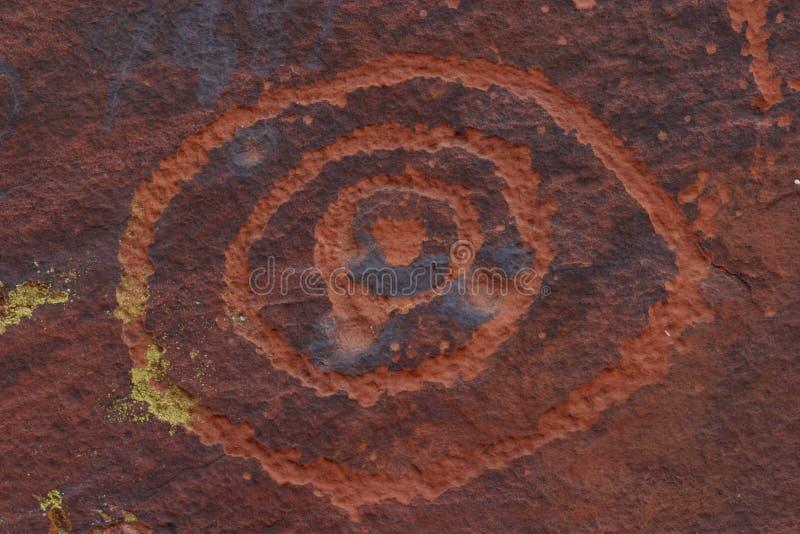 刻在岩石上的文字v 免版税库存图片