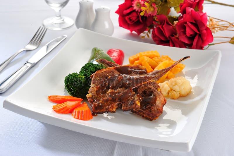 Download 剁烤羊羔 库存照片. 图片 包括有 食物, 水多, 蘑菇, 圆白菜, 牌照, 炸肉排, 草本, 正餐, 肥胖 - 22354602