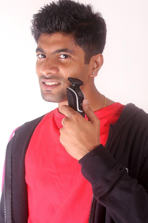 Download 剃与电剃刀的年轻印地安人 库存照片. 图片 包括有 背包, 关心, 设计, 面颊, 卫生学, 愉快, 健康 - 62529376