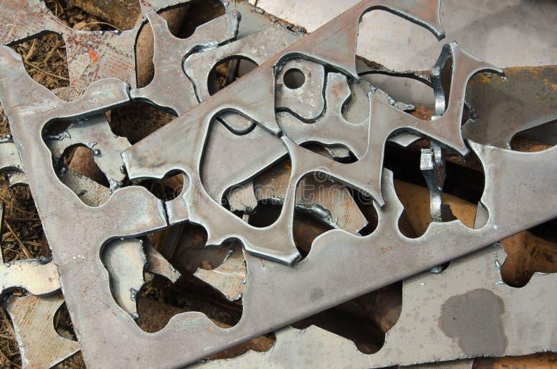 削减在厚实的钢委员会的印刷品形状 免版税库存照片