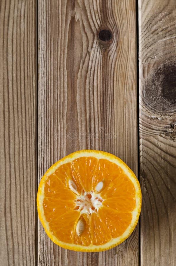 削减在木头的橙色天花板 库存图片