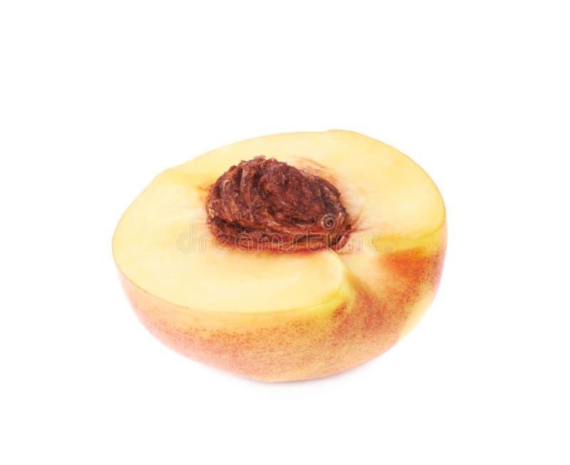 削减被隔绝的开放油桃一半 库存照片
