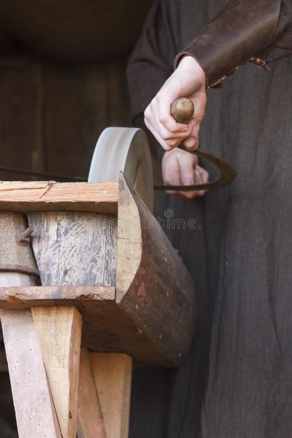削尖刀片的老研磨机 图库摄影
