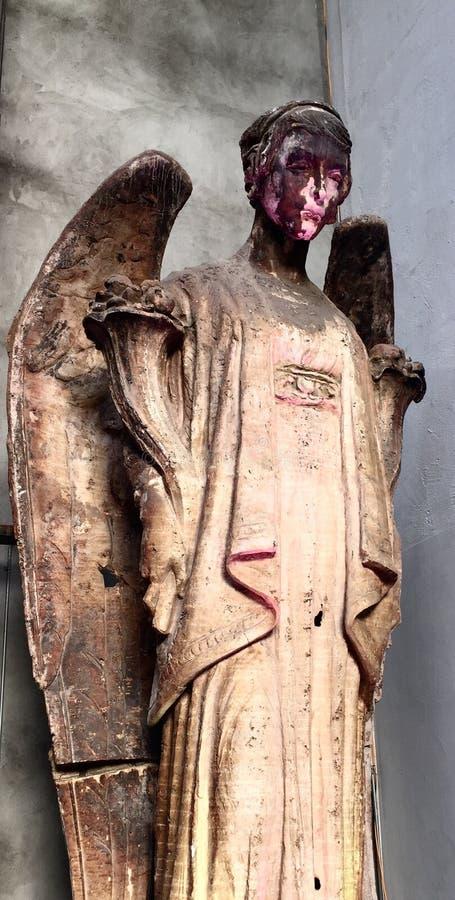 削皮天使面孔雕塑 库存照片