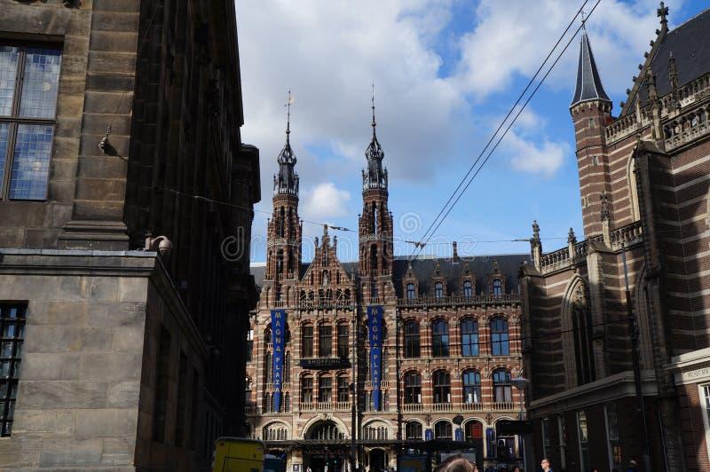前主要邮局的Neogothic大厦,今天是名为Magna的一个购物中心Plaza 免版税库存照片