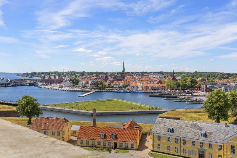 前军事厄勒海峡海峡的营房在克伦堡城堡的郊区,看法和城市全景,赫尔新哥,丹麦 库存照片