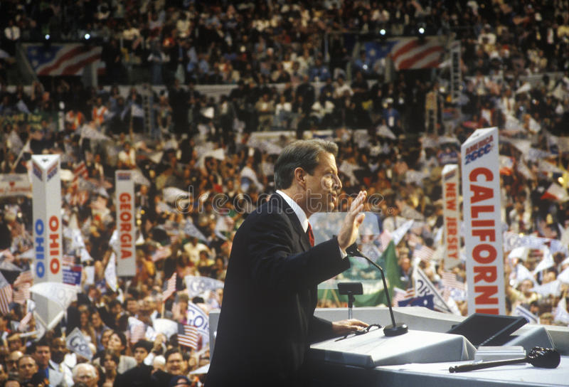 前副总统戈尔做接受提名演讲在2000民主党大会在斯台普斯中心,洛杉矶,加州 图库摄影