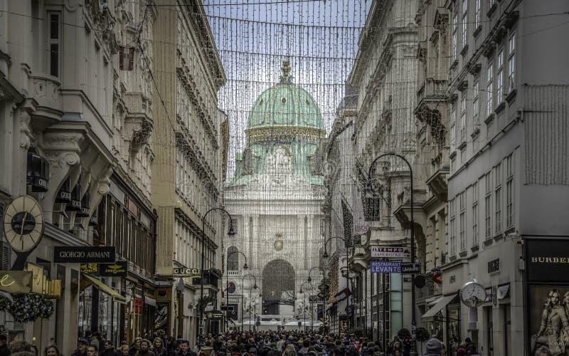 前圣诞节购物季节在维也纳 库存照片