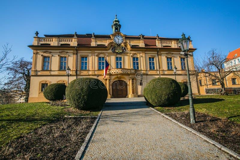前城堡在Liben,布拉格,现在位子市政当局 库存照片