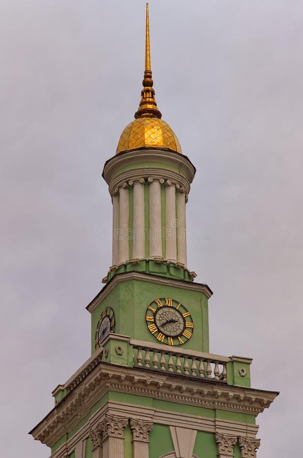 前希腊修道院的钟楼美丽的景色Kontraktova广场Cotract广场的在冬天日落期间 免版税库存图片