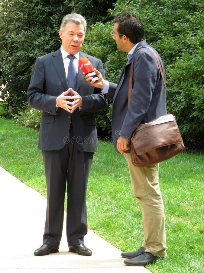 前总统胡安・曼努埃尔・桑托斯被采访 免版税库存图片