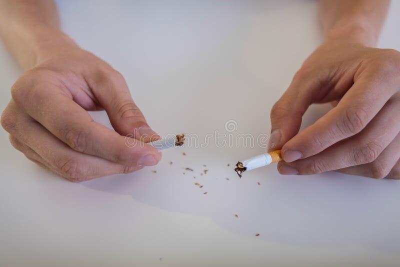 前根香烟在生活中 图库摄影