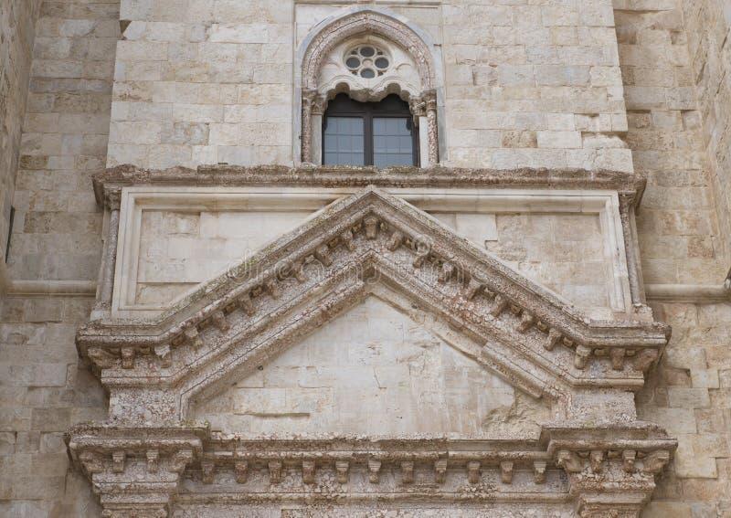 前窗Castel台尔Monte在安德里亚在东南意大利 免版税库存照片
