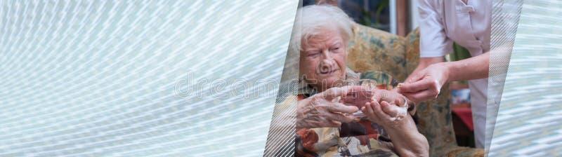 前辈家庭医疗协助  r 免版税库存图片