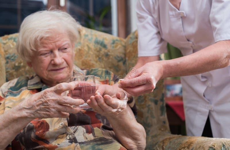 前辈家庭医疗协助  免版税库存图片