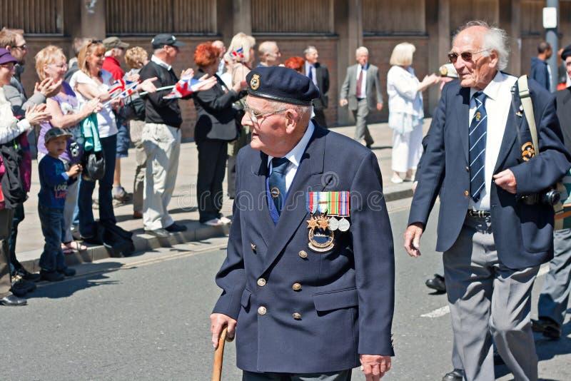 前进在利物浦,英国的世界大战2退伍军人 库存照片