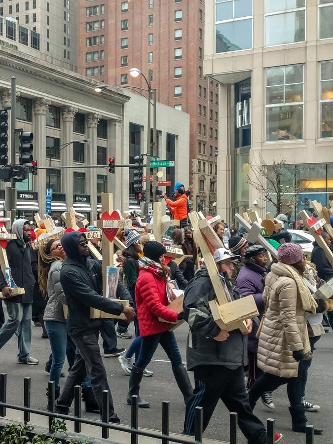 前进在华丽一英里下的750个十字架在芝加哥 库存图片