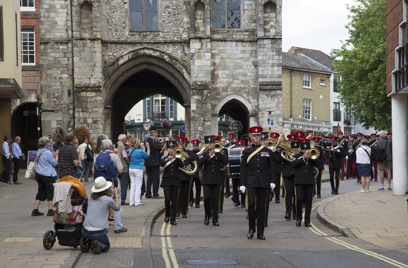 前进在温彻斯特英国英国的团带 库存照片