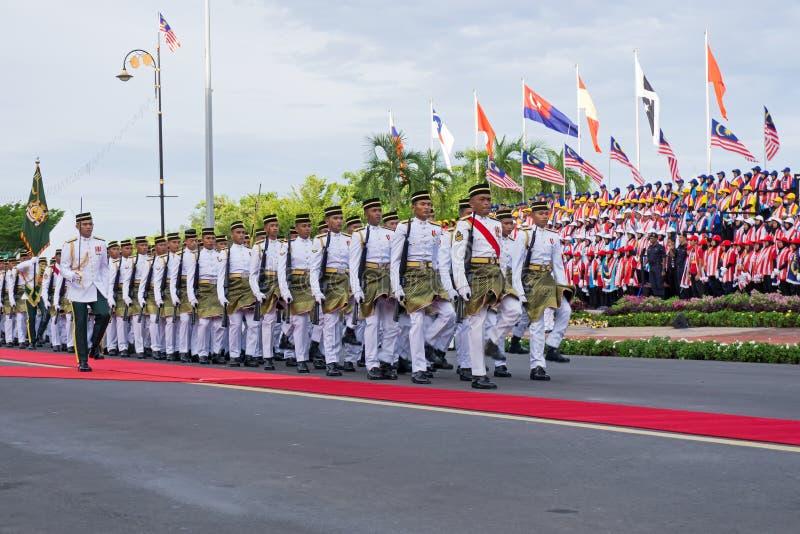 前进在马来西亚美国独立日期间的皇家马来西亚警察 免版税图库摄影