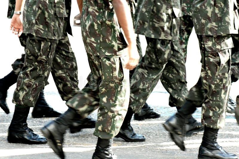 前进的军事队伍 免版税库存照片