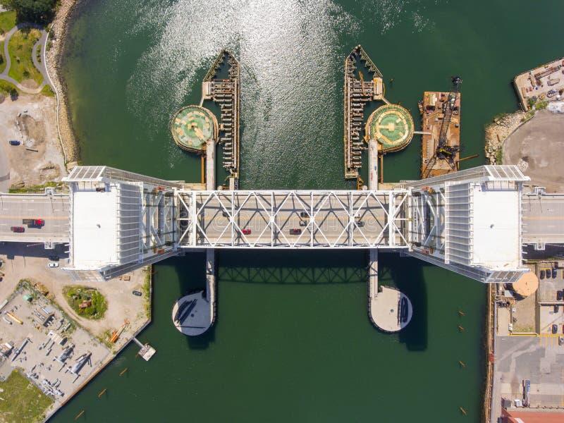 前面河桥梁在昆西,马萨诸塞,美国 免版税库存照片