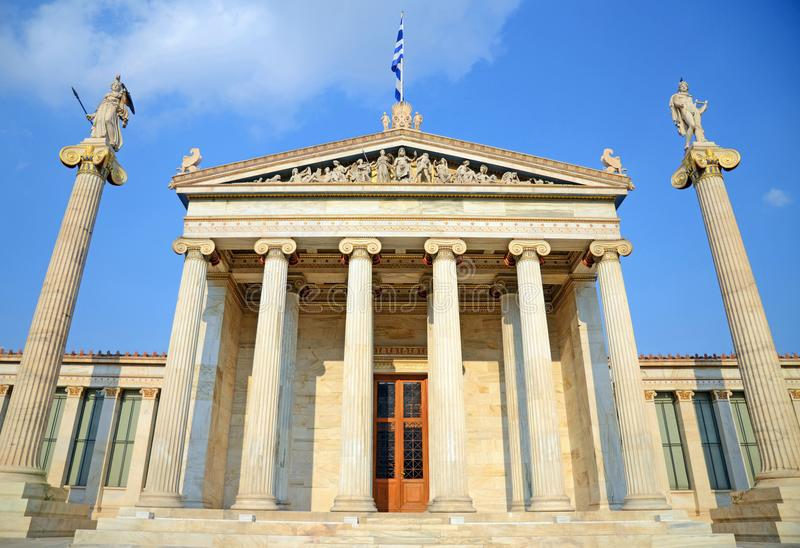 前面观点的雅典科学院,希腊 库存照片
