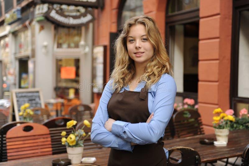 前餐馆女服务员 库存照片