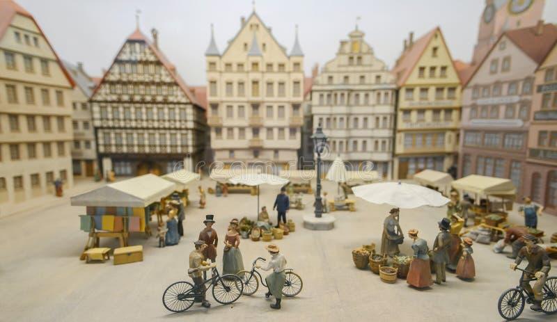 以前,历史人民居住Baden-WÃ ¼ rttemberg,乘坐他们的车,奔驰车汽车博物馆 库存图片