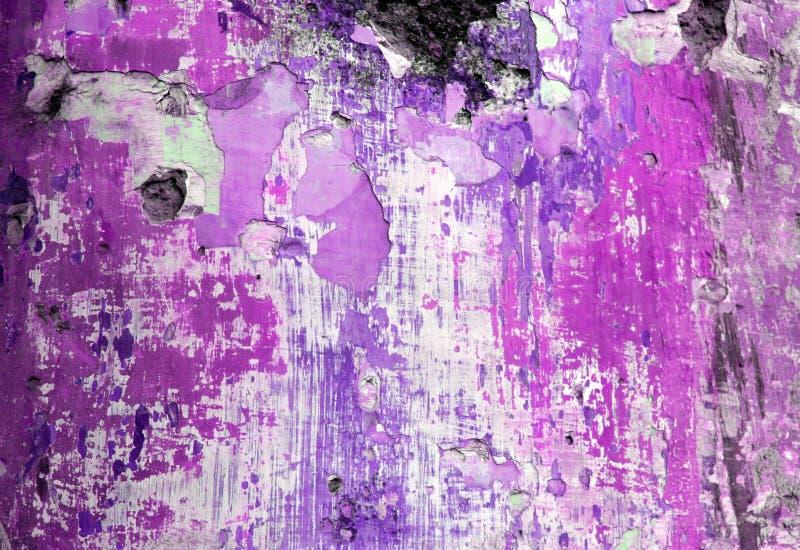 剥紫色墙壁的grunge油漆 免版税库存图片