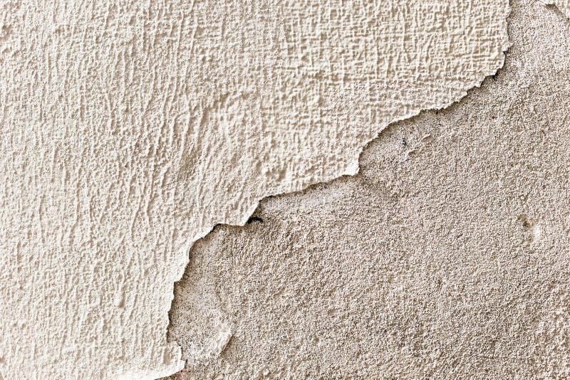 剥落墙壁,难看的东西纹理的白色膏药 库存照片