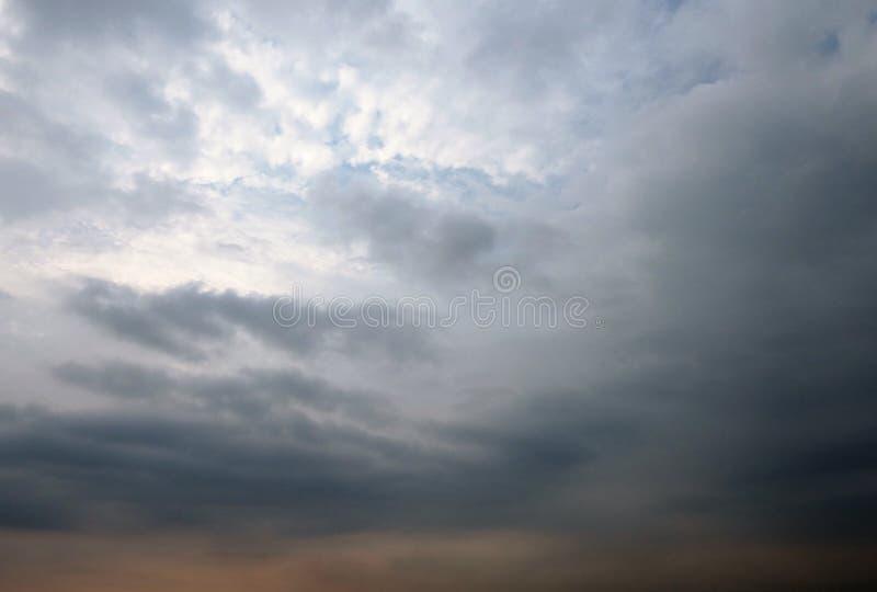 剧烈的多雨天空 库存图片