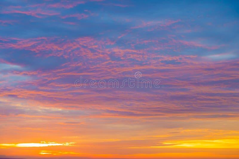剧烈的日出,日落天空, Cloudscape 库存图片