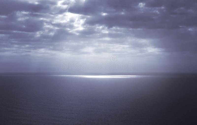 剧烈的海景,蓝色颜色 免版税库存照片