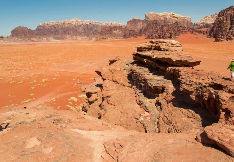 剧烈的风景瓦地伦沙漠,红色沙子,约旦中东联合国科教文组织世界遗产名录 冒险异乎寻常的概念 免版税库存图片