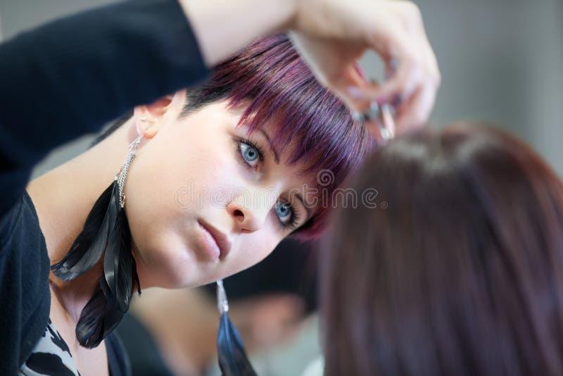 剪切头发美发师 库存照片
