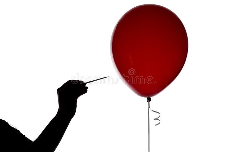 剪影有针和气球的妇女的手图片