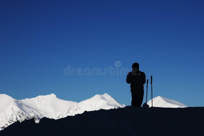 剪影滑雪者 免版税库存照片