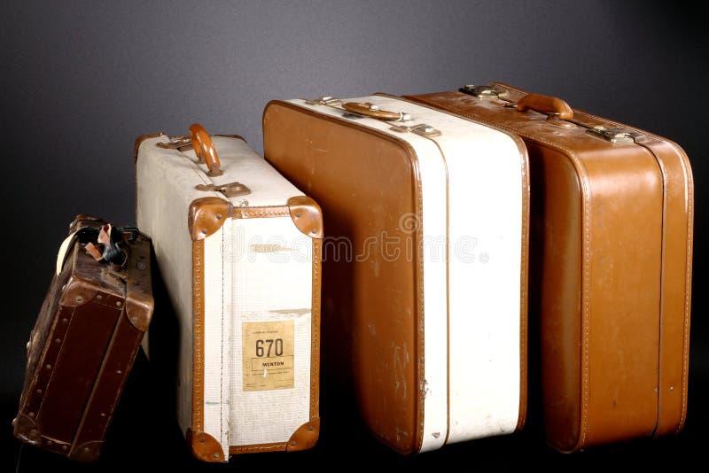 剪报图象查出的路径手提箱葡萄酒 免版税库存图片