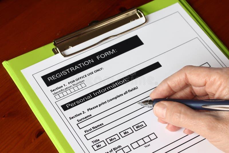 剪贴板表单绿色现有量笔签字 免版税图库摄影