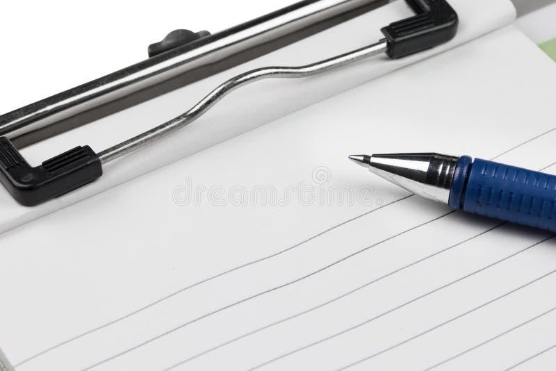 剪贴板纸笔记和笔 图库摄影