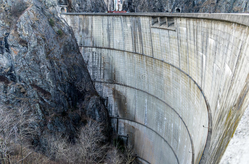 水力发电的水坝 免版税图库摄影