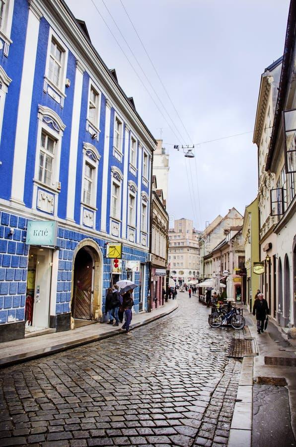 力耶卡,克罗地亚-典型的小镇大街在克罗地亚 库存图片