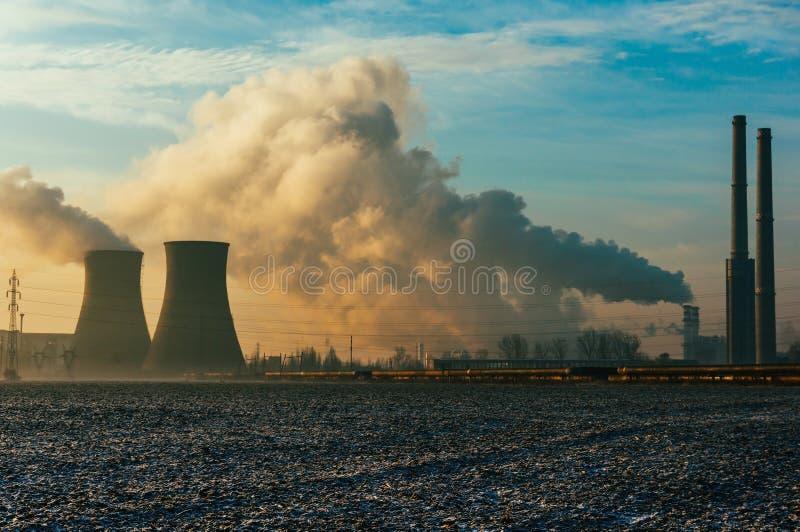 力量精炼厂 免版税库存照片