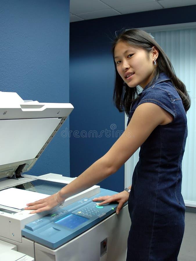 办公室工作者复印 免版税库存照片