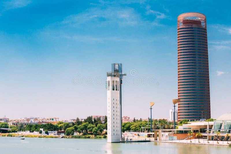 办公室摩天大楼是最高的大厦在塞维利亚 库存照片