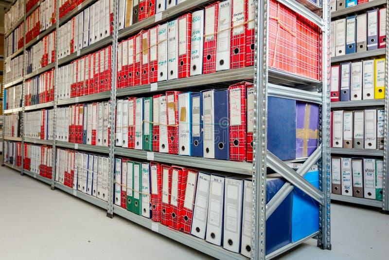 办公室文件夹,堆在黏合剂的文件,官僚 库存照片