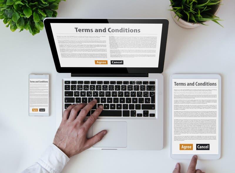 办公室桌面期限和条件 免版税库存照片