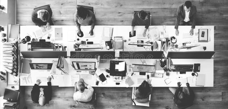 办公室队运作的统一性工作场所概念 免版税图库摄影